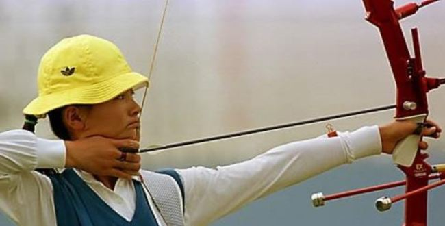 This file photo taken Sept. 27, 1986, shows South Korean archer Kim Jin-ho competing at the 1986 Asian Games in Seoul. (Yonhap)