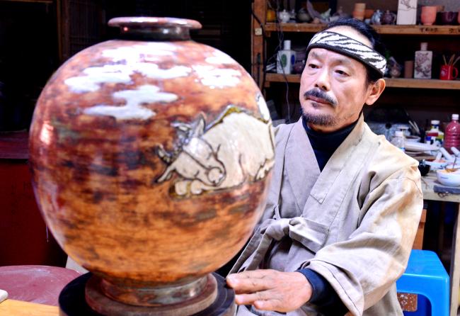 Lee Jong-neung's 'Tohheun' ceramics.(Park Hyun-koo/The Korea Herald)