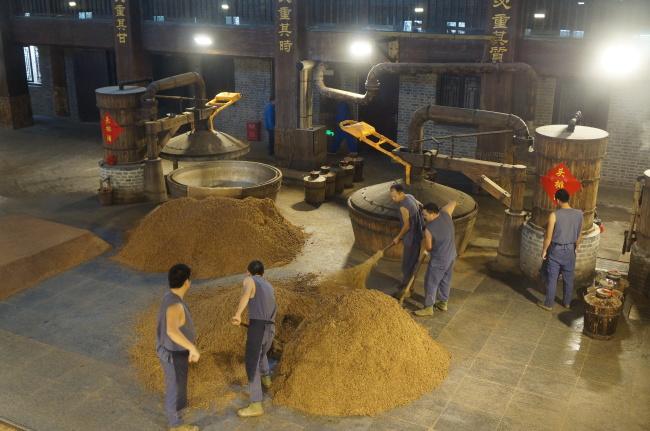 Grain for making rice wine is prepared at Jiangsu Yanghe Brewery. (Im Eun-byel/The Korea Herald)