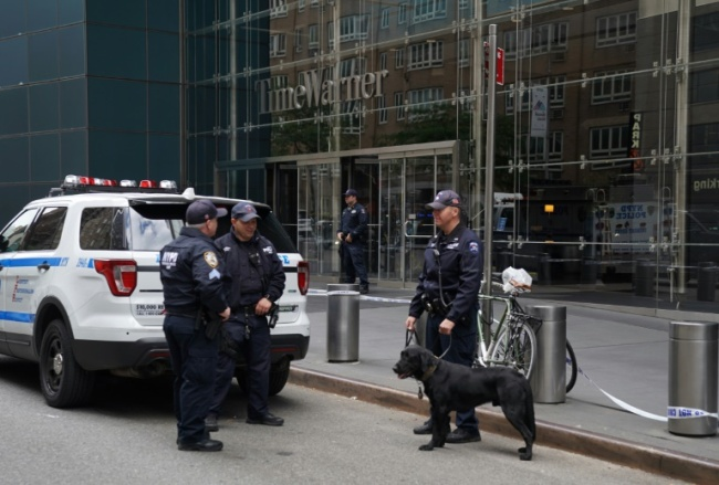 Police stand outside the Time Warner Building on October 24, 2018, after an explosive device was delivered to CNN`s New York bureau. (AFP)
