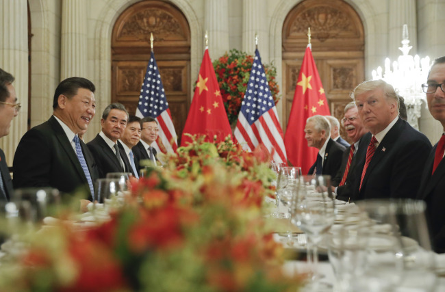 Chinese President Xi Jinping and US President Donald Trump chat at a dinner at the G20 meetings in Buenos Aires on Dec. 2. (Yonhap)
