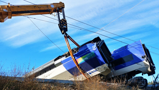 A Seoul-bound KTX bullet train derails shortly after departing from Gangneung, Gangwon Province, with 198 passengers aboard Saturday morning. (Yonhap)