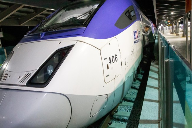 AKTX train bound for Seoul from Gangneung Station (Yonhap)