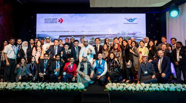 IIAC President Chung Il-young (back, center) and officials pose during the grand opening ceremony for the Terminal 4 of Kuwait International Airport on Sunday. (IIAC)