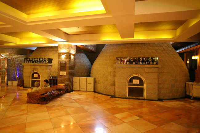 Common room in jjimjilbang (Dragon Hill Spa)