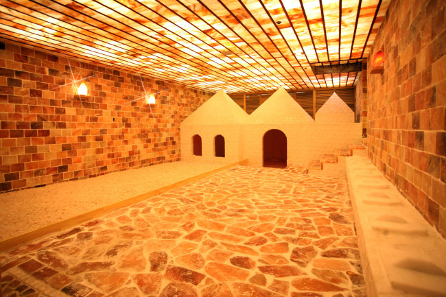Various sauna rooms of a jjimjilbang (Dragon Hill Spa)