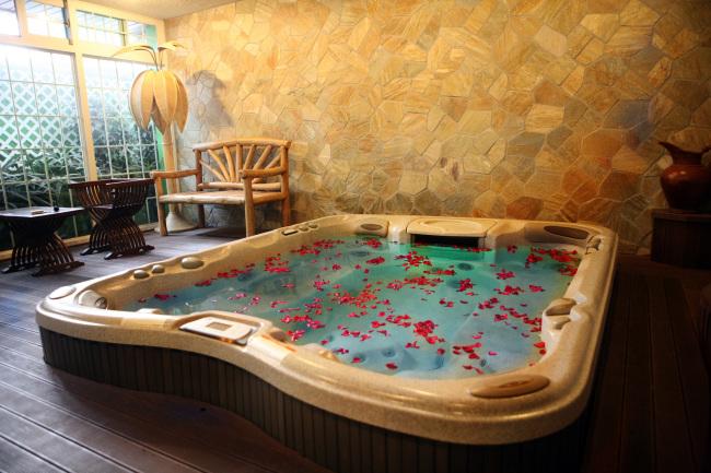 A private spa (Dragon Hill Spa)