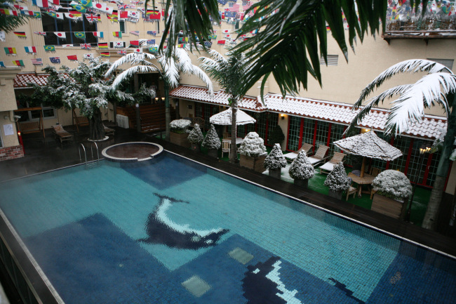 Swimming pool at Dragon Hill Spa (Dragon Hill Spa)