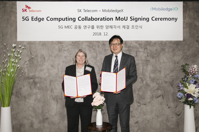 SKT and MobiledgeX officials pose after an MOU signing ceremony on Thursday. (SK Telecom)