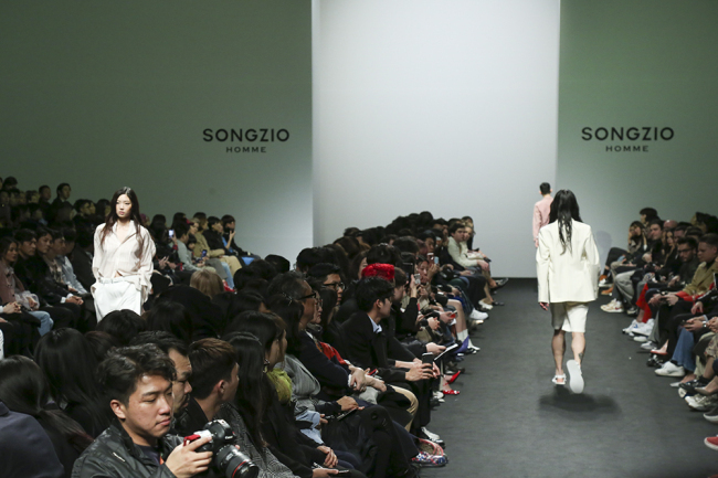 Songzio Homme's runway at the 2019 Spring-Summer Hera Seoul Fashion Week (Seoul Design Foundation)