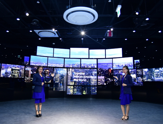 Samsung runs the biggest B2B exhibition hall in Vietnam, offering its Southeast Asian customers a chance to experience its products and solutions. (Samsung Electronics)
