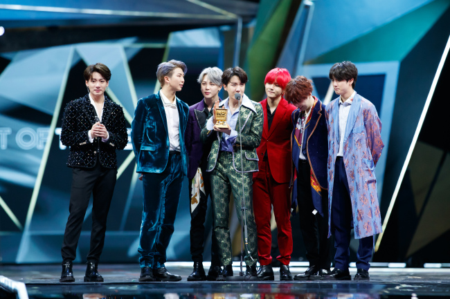 BTS delivers a thank-you speech at the 2018 Mnet Asian Music Awards in Hong Kong (CJ ENM)