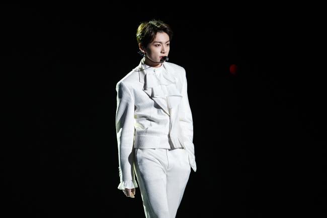 Jungkook on the stage at 2018 MAMA in Hong Kong (CJ ENM)