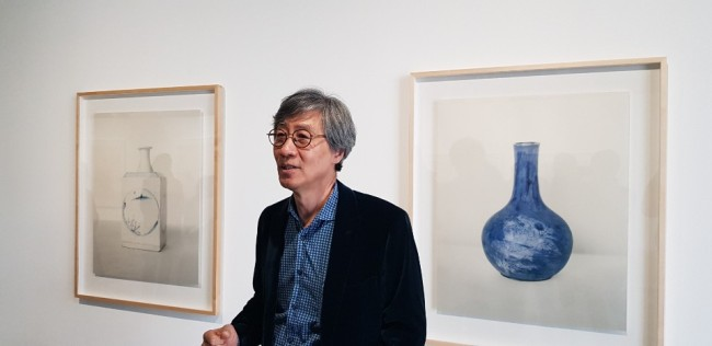 Koo Bohn-chang speaks during a press conference at Kukje Gallery's newly opened exhibition space in Busan, Friday (Shim Woo-hyun/The Korea Herald)
