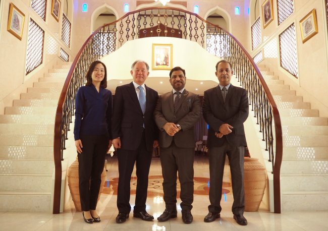Omani Ambassador Mohamed al-Harthy (second from right) and Korea-Arab Society Secretary-General Kim Jin-soo (second from left) pose at the Omani Embassy in Seoul on Wednesday. (Joel Lee / The Korea Herald)