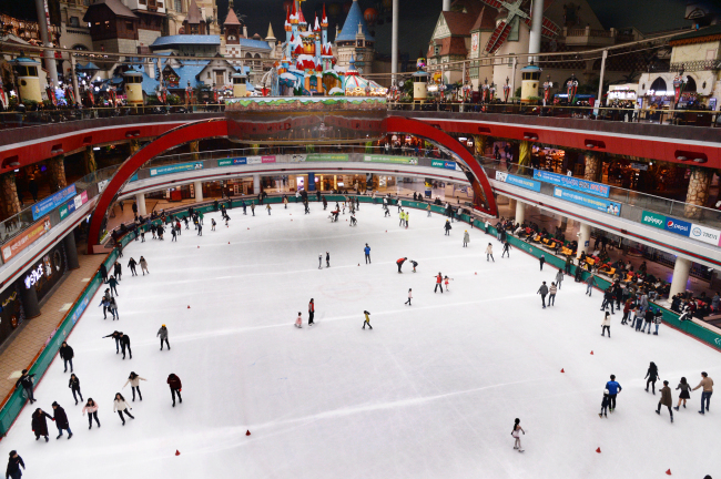 Skaters glide on ice at Lotte World Ice Rink in eastern Seoul. (Lotte Adventure)