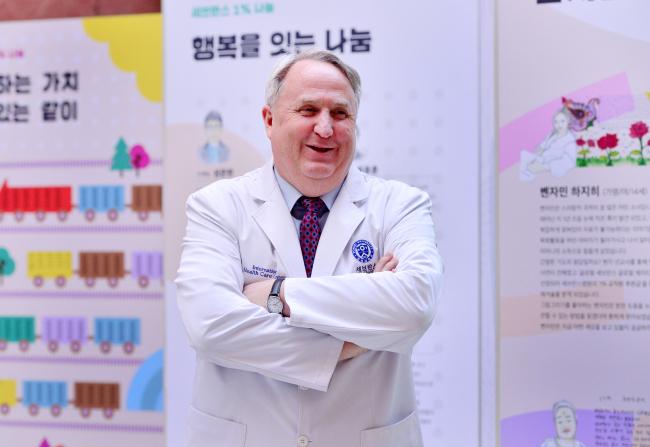John Linton, director of the International Health Care Center of Yonsei University's Severance Hospital, poses before an interview on Dec. 7. (Park Hyun-koo/The Korea Herald)