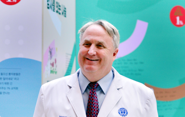 John Linton, director of the International Health Care Center of Yonsei University's Severance Hospital, poses before an interview on Dec. 7. (Park Hyun-koo/The Korea Herald)