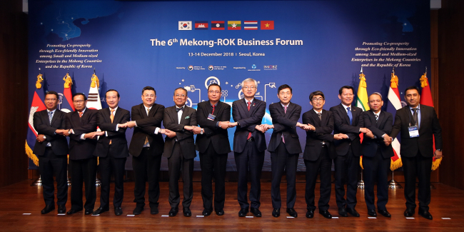 Diplomats and government officials from the Mekong region and Korea pose at the sixth Mekong-ROK Business Forum on Dec. 13 in Seoul. (ASEAN-Korea Center)