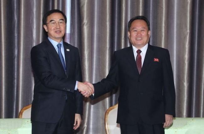 Ri Son-gwon (right) (Yonhap)