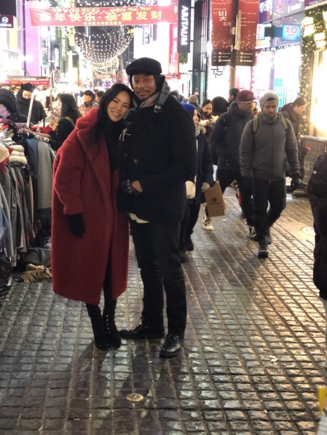 Terrence Howard and his fiancee and ex-wife Mira Pak pose in Myeong-dong, Seoul, Monday. (Courtesy of Mira Pak)