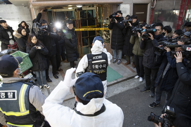 Police raid the house of Shin Jae-min, whistleblower and former official at the Ministry of Economy and Finance, after a friend reported Shin missing Thursday morning and expressed concerns that he might be planning to take his own life. (Yonhap)
