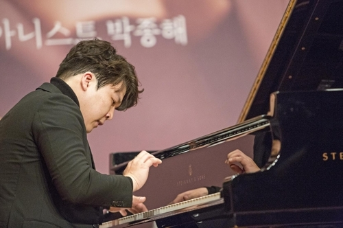 Pianist Park Jong-hai performs during a press showcase at Kumho Art Hall in Gwanghwamun, central Seoul, Monday. (Kumho Art Cultural Foundation)