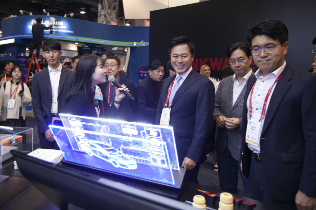 Park Jung-ho, chief executive officer of SK Telecom, looks around the company's booth at CES 2019 in Las Vegas on Tuesday. (Yonhap)