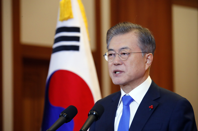 President Moon Jae-in speaks at a New Year press conference at Cheong Wa Dae on Thursday. (Yonhap)