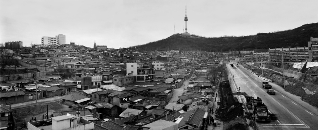 The area around the third Namsan Tunnel in Yongsan-gu, Seoul in 1977. (Seoul Museum of History)