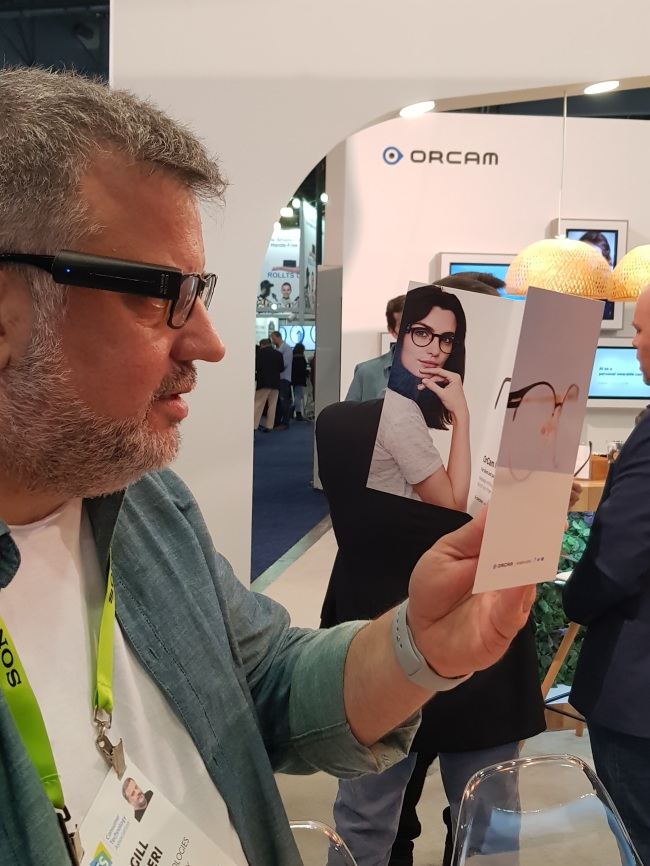 An OrCam representative demonstrates the OrCam MyEye2 at its booth at CES 2019 (Sohn Ji-young/The Korea Herald)