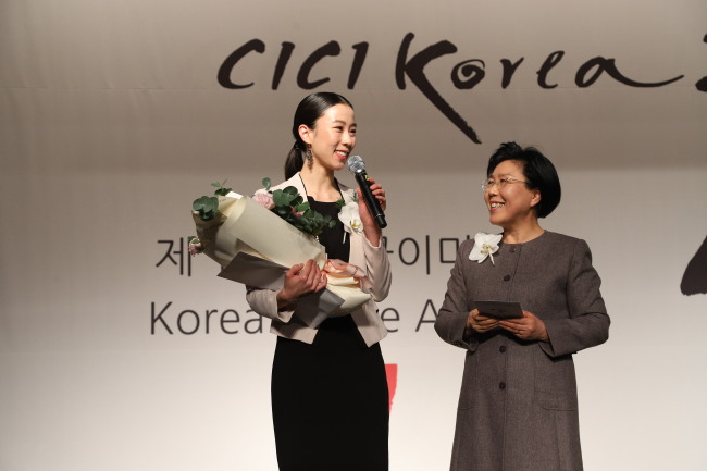 Ballet dancer Park Sae-eun (left) and CICI president Choi Jung-hwa (CICI)