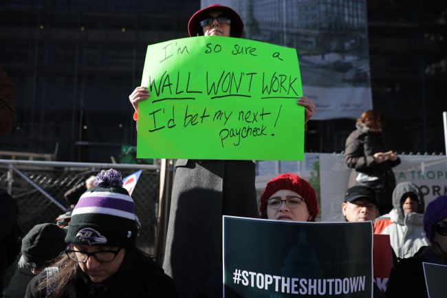 Federal employees hold signs as they protest the shutdown of the government at a rally in Washington, DC, Thursday. (AFP-Yonhap)