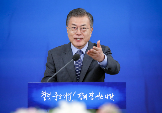 President Moon Jae-in at the meeting with startups and SMEs held on Jan. 7. Yonhap