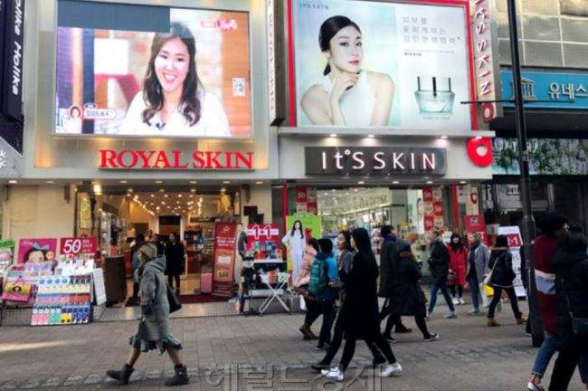 A street in Myeongdong, Seoul, is lined with cosmetics shops. (Herald)