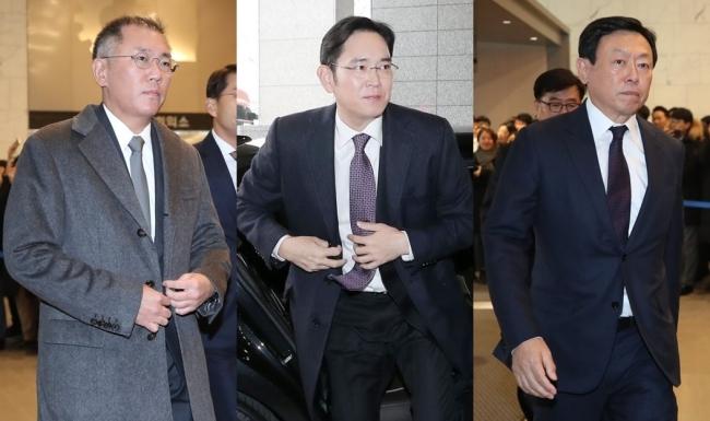 From left, Hyundai Motor Group's Senior Vice Chairman Chung Eui-sun, Samsung Electronics' Vice Chairman Lee Jae-yong, Lotte Group chief Shin Dong-bin (Yonhap)