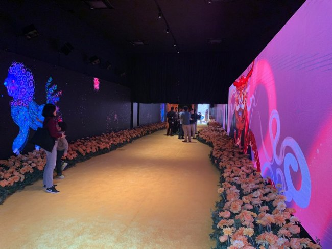 "An installtion view of exhibition ""Lunar Fantasy with Ancienct Auspicious Animals,"" co-organized between Gana Art and Hong Kong Times Square Limited (Gana Art)"
