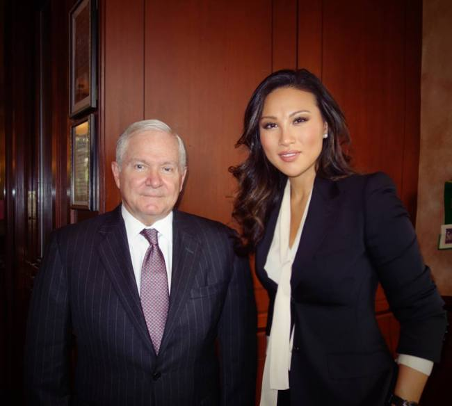 Mina Chang (right) stands next to former US Secretary of Defense Robert Gates. This photo was published on Mina Chang`s official Facebook on Nov. 12, 2015.