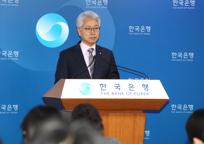 Park Yang-su, director general of the economic statistics department at the Bank of Korea, on Tuesday gives a briefing on the country's economic growth figures for 2018. (Yonhap)