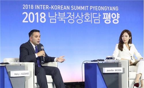 This photo, provided by Harry Kazianis (L), shows the inaugural director of the Center for the National Interest`s Korean Studies program at a roundtable discussion in Seoul in 2018. (Yonhap)