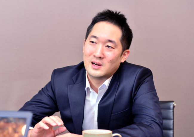 JP Lee, CEO of SoftBank Ventures Asia, speaks in an interview with The Korea Herald at the firm's headquarters in Gangnam, Seoul. (Park Hyun-koo/The Korea Herald)