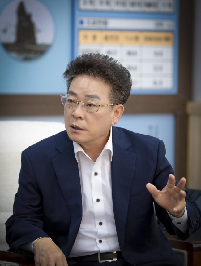 Ulleung County Gov. Kim Byeong-su (Ulleung County)