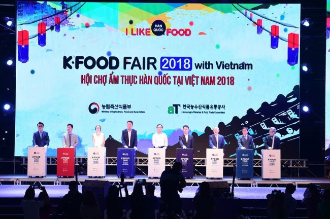 aT and MAFRA host the K-Food Fair in Hanoi, targeting young consumers with an interest in Hallyu. Three similar fairs are planned for the ASEAN region this year: one in Jakarta in June, one in Bangkok in September and one in Ho Chi Minh City in October. (aT)