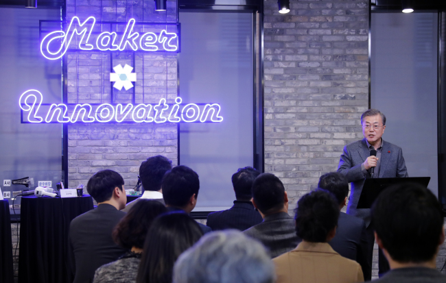 President Moon Jae-in delivers a keynote speech during a meeting with startup representatives at Seoul-based startup accelerator N15 on Jan. 3. (Yonhap)