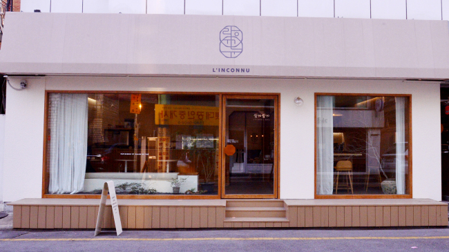 L'Inconnu opens in Sinsa-dong, Seoul, in December. (Park Hyun-koo/The Korea Herald)