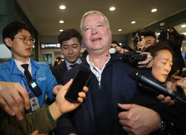 US Special Representative for North Korea Stephen Biegun is questioned by reporters upon his arrival at Incheon International Airport in Incheon, Feb. 3. (Yonhap)