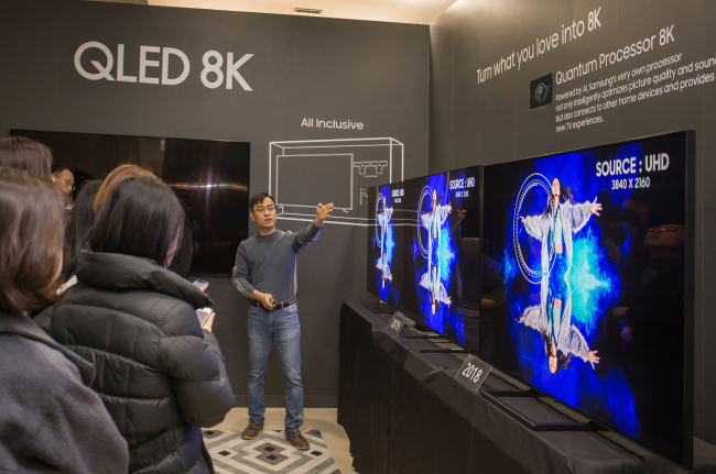 A Samsung Electronics senior researcher demonstrates the resolution quality of its QLED 8K TV at its R&D center in Suwon, Gyeonggi Province. (Samsung Electronics)