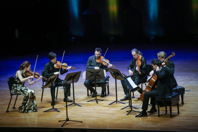 "From left: Clara-Jumi Kang (violin), Tatsuki Narita (violin), Maxim Rysanov (viola), Timur Yakubov (viola), Julian Steckel (cellist) and Leonardo Elschenbroich (cellist) perform Tchaikovsky's String Sextet in D minor Op. 70 ""Souvenir de Florence"" at the Seoul Arts Center on Friday as part of ""Music in PyeongChang - Winter Festival."" (MPYC)"