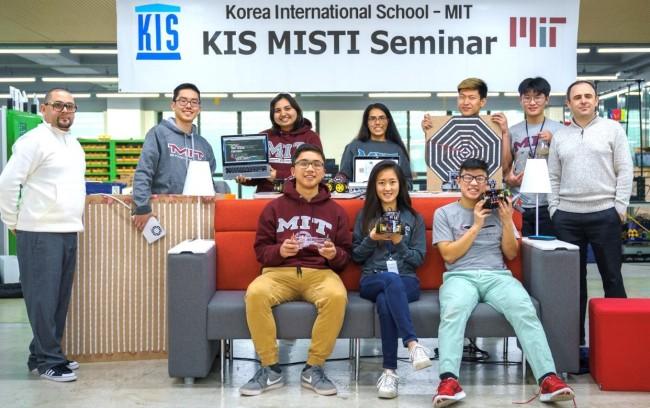 (Korea International School holds a seminar with MIT students. KIS)