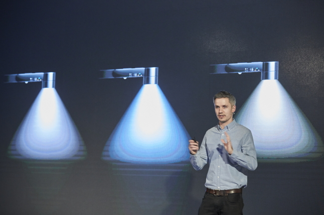 Simon Cross, head of design and engineering for lighting products at Dyson, presents the Dyson Lightcycle Task Light in Seoul on Tuesday. (Dyson Korea)